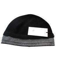 Italmaglia berretto con bordo bianco e nero - 100% pura lana